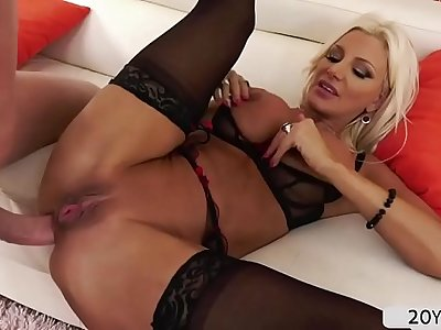 MILF Brittany Andrews wears her pantyhose while getting analed