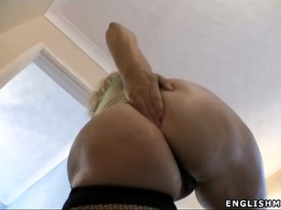 big ass milf creams up butt